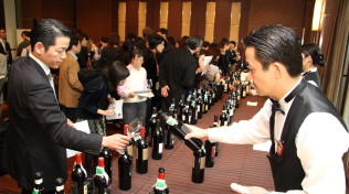 Degustazioni in Cina di vini in bottiglia (da Internet)
