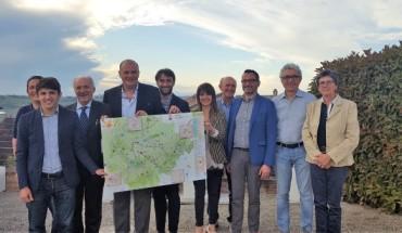 1_membri-strada-del-vino-astesana-con-mappa-sentieri-dei-vini